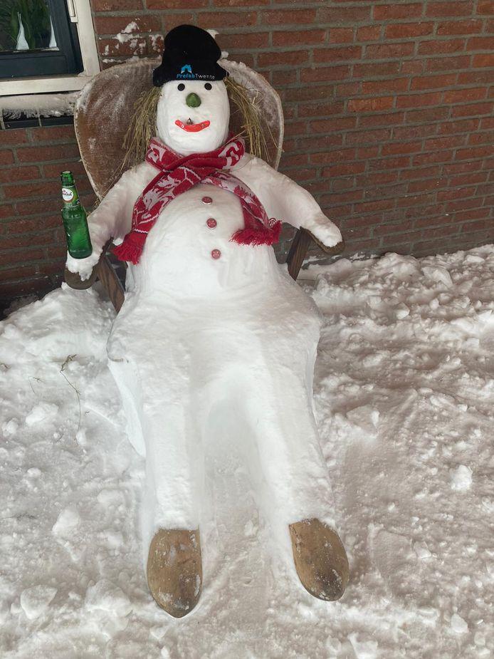 Prefab Twente uit Westerhaar gaf het personeel ijsvrij onder een voorwaarde: Iedereen moet een sneeuwpop maken.