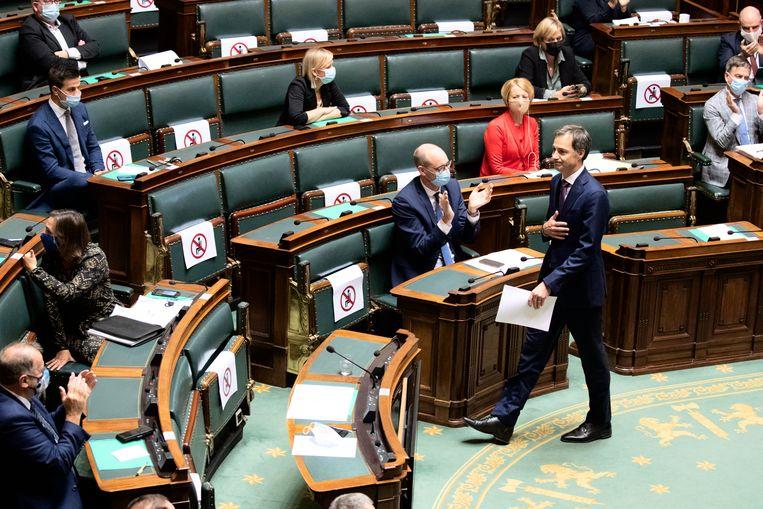 Premier de Croo las dinsdag zijn State of the Union voor in de Kamer,  pas enkele uren voordien was het akkoord finaal geland.  Beeld BELGA