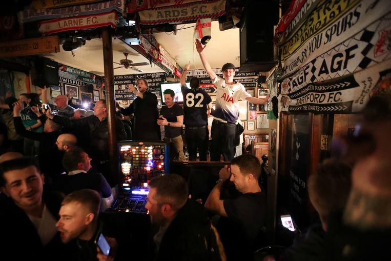 En de reactie van Spurs-fans, na de wederopstanding van hun team.  Beeld Action Images via Reuters