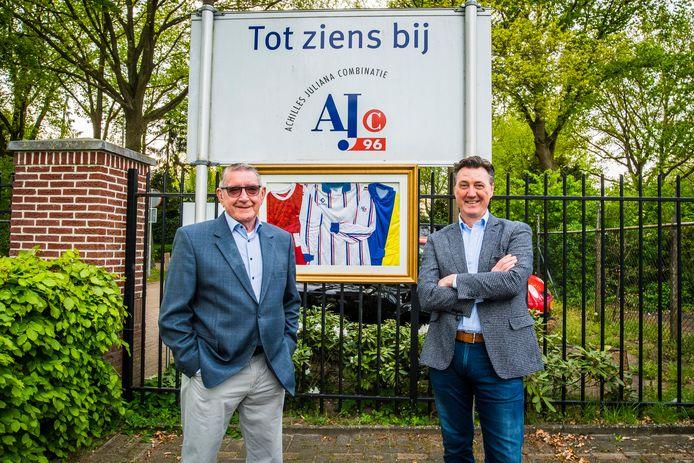 Aard Mink  (ex-PJ, links ) en Giovanni Oddo  (ex-TAR) met op de achtergrond de oude en  huidige shirts.