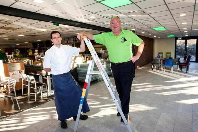 Cafetaria Paul van Gurp met zijn zoon Mark.