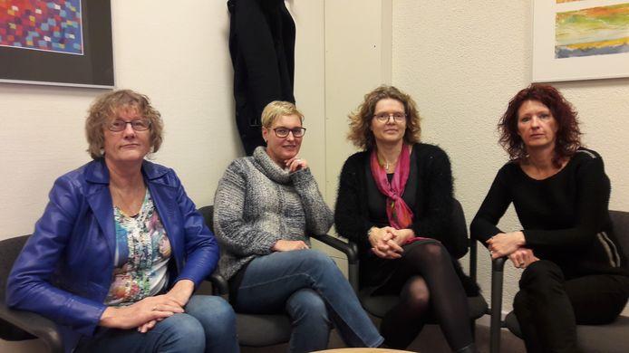 De samenstellers van 'Positief bekeken!'. Paula Buren, Marion Vollenberg, Danielle van den Meerakker en Eline Nievers (vlnr).