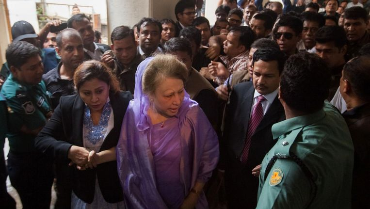 Khaleda Zia in de rechtbank van Dhaka. Beeld afp