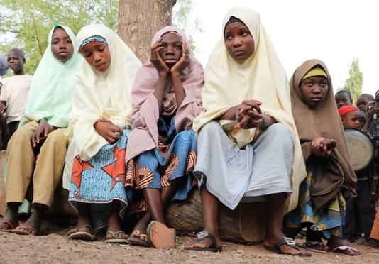 Afgelopen vrijdag werden meer dan driehonderd meisjes meegenomen na een inval in hun school in deelstaat Zamfara. De meisjes op de foto wisten te ontkomen