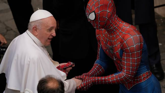 Paus Franciscus krijgt Spider-Man op bezoek in Vaticaan