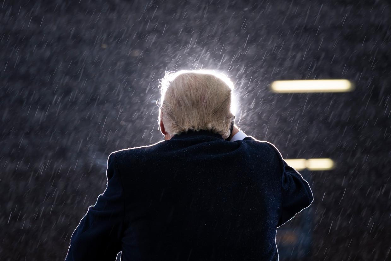 Donald Trump eind oktober op campagne op het vliegveld van Lansing, Michigan. Beeld AP