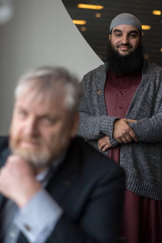Imam Youssef Arkhouch uit Utrecht, met op de voorgrond zijn advocaat Peter Schouten uit Breda.