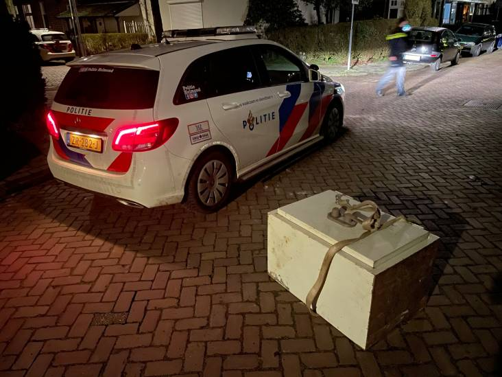 Mysterie in Helmond: loodzware kluis ligt urenlang midden op straat
