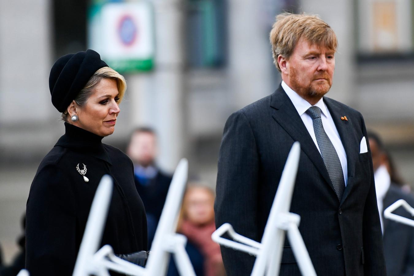 Nationale Dodenherdenking 2021 vanaf de Dam in Amsterdam met koning Willem-Alexander en koningin Máxima .