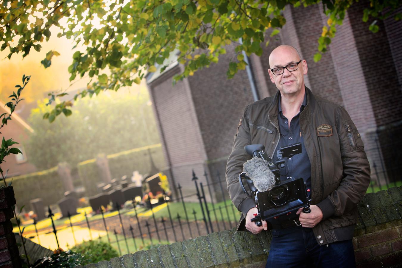 André Versteeg heeft, in opdracht van Stichting Sociaal Cultureel Fonds Maasdriel, een film gemaakt over de dorpen Alem, Kerkdriel, Velddriel en Hoenzadriel.