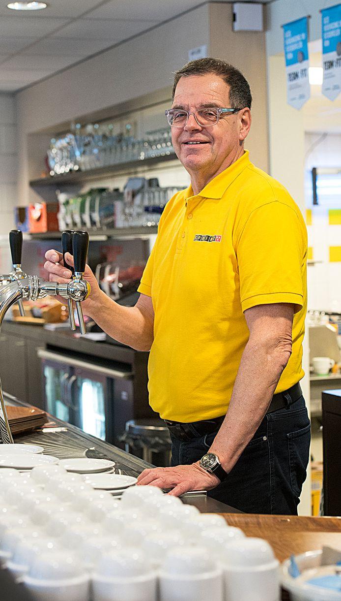 Henk van den Biggelaar is bij AV Sprint een van de vrijwilligers die zich inzet voor een gezond kantinebeleid.