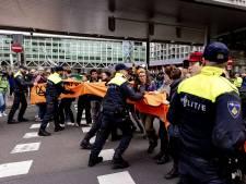 Bij protest opgepakte Volkskrant-journalist weer vrij: 'We maken onze grote zorgen over de hardheid waarmee de politie heeft opgetreden'