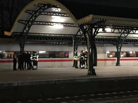Trein ontruimd op station Den Bosch: meerdere mensen onwel geworden