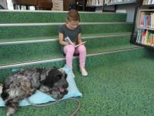 Hond moet kinderen over voorleesangst helpen