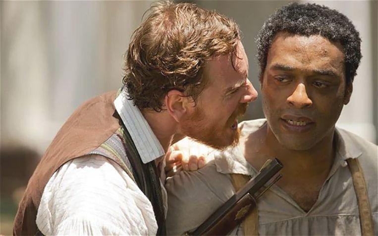 Michael Fassbender en Chiwetel Ejiofor in '12 Years A Slave'