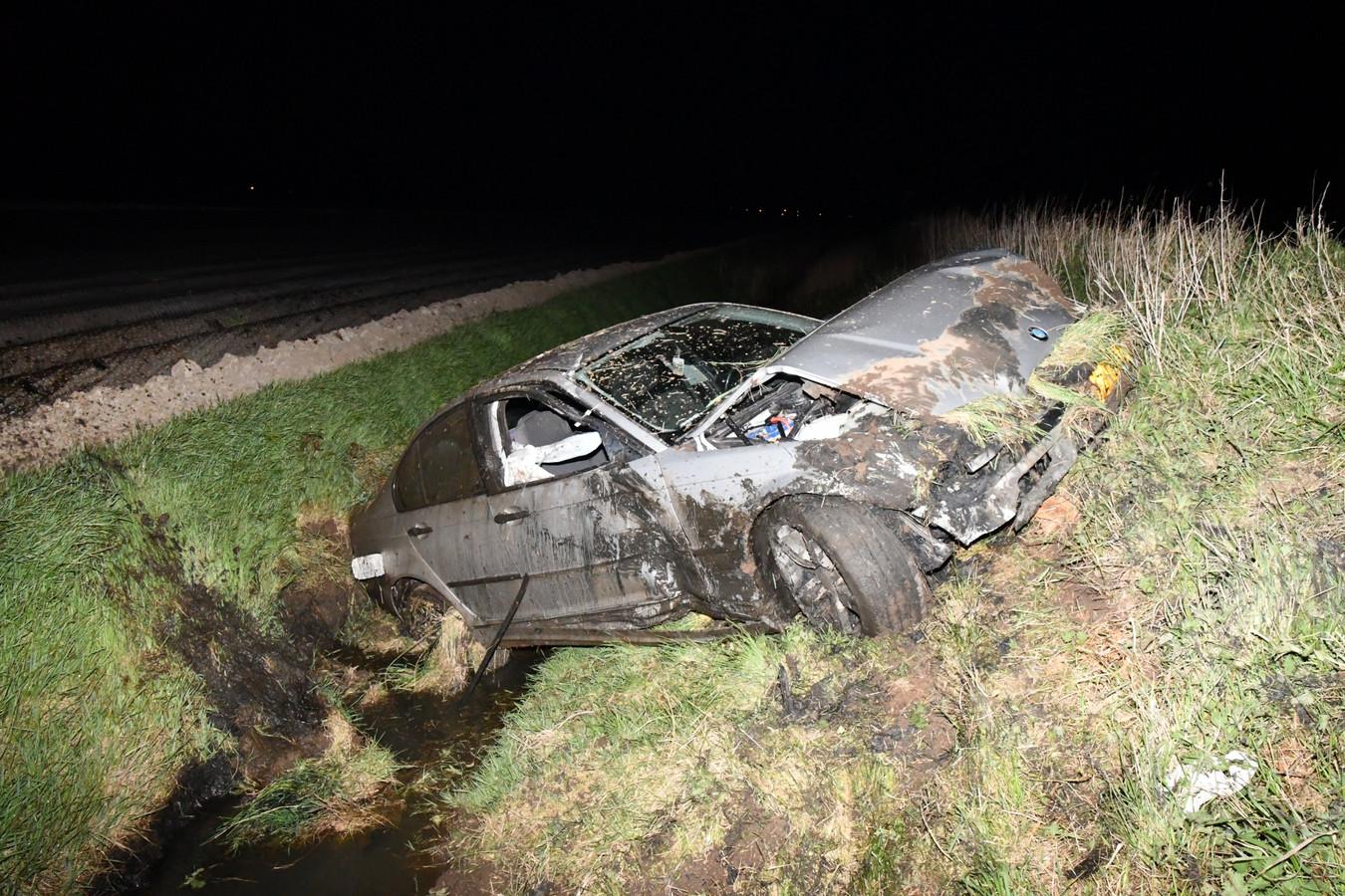 Bij een eenzijdig verkeersongeluk in Poortvliet zijn twee mensen gewond geraakt.