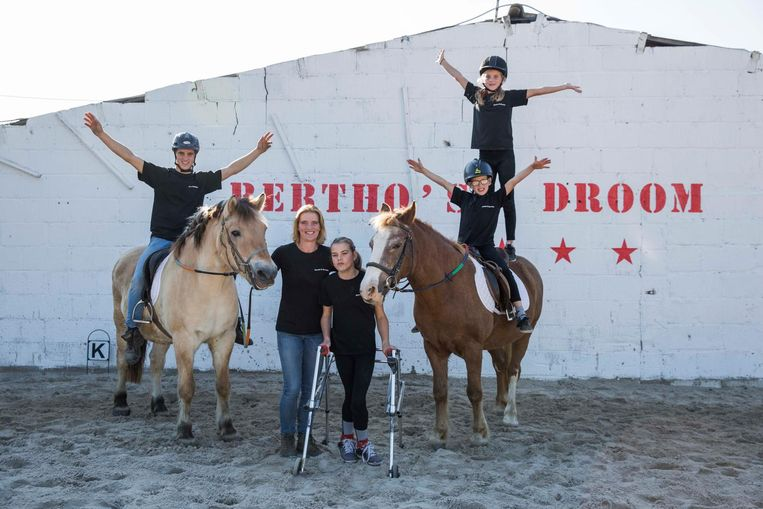 Heidi Vermeylen samen met haar kinderen.
