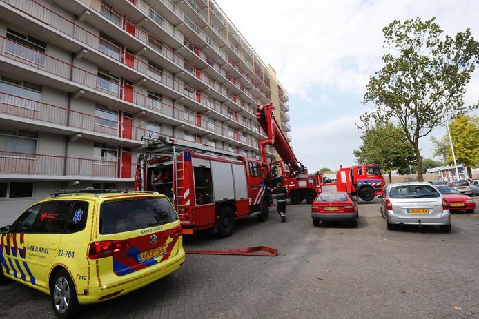 In een woning van een appartementencomplex aan de Vaalserbergweg in Eindhoven heeft brand gewoed.