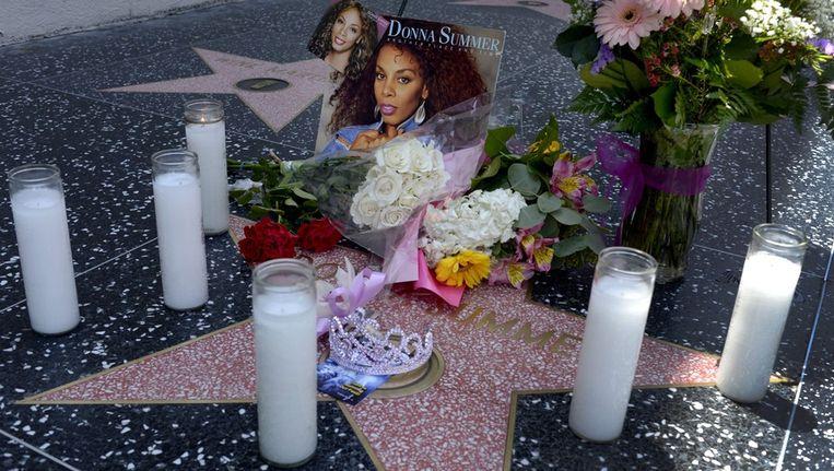 De ster van Donna Summer op de Walk of Fame in Hollywood, waar de huldeblijken zich ophopen. Beeld epa