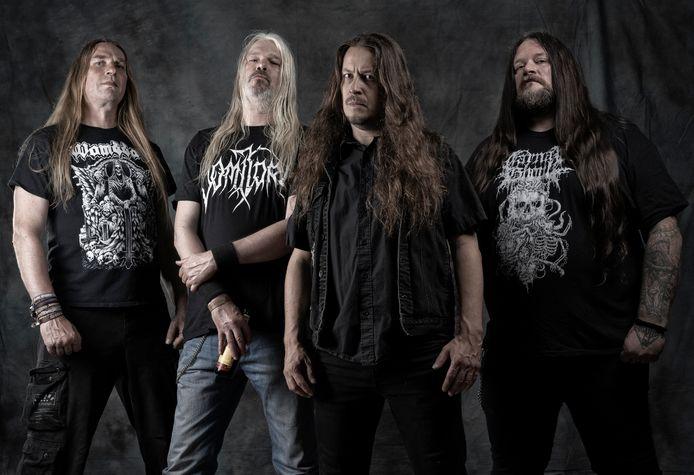 Asphyx in het pre-coronatijdperk. Van links naar rechts: bassist Alwin Zuur, de Oldenzaalse zanger Martin van Drunen, gitarist Paul Baayens en drummer Stefan 'Husky' Hüskens.