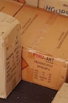 170 kilo illegaal vuurwerk opgerold in woning in Almelo