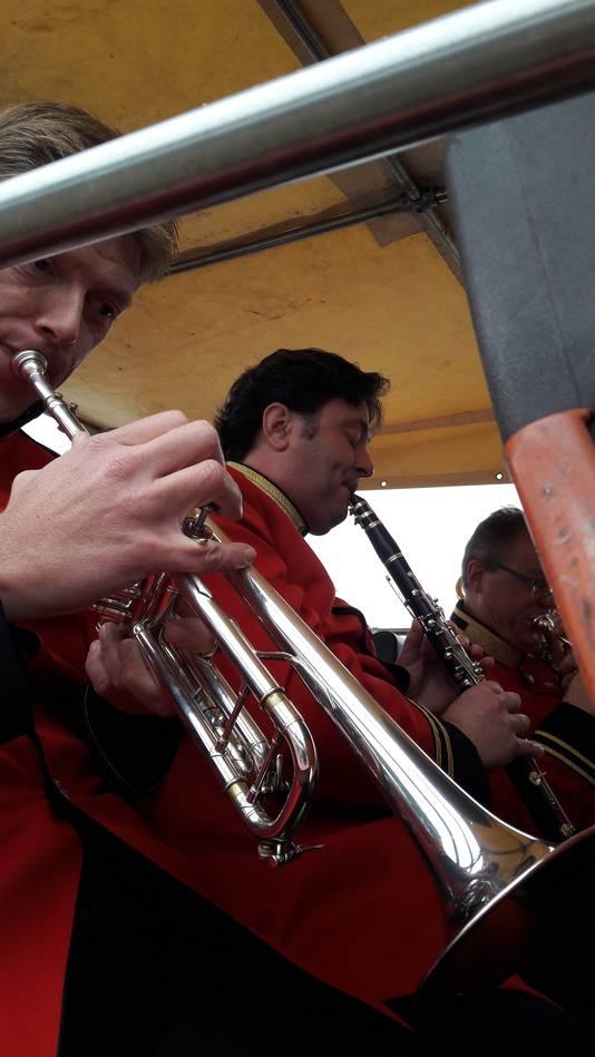 Roger Schouten nu eens niet in het pak van de Peer, maar dat van de Koninklijke Harmonie 's-Hertogenbosch.