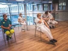 """UZ Gent vaccineerde al 200 personeelsleden en dient nog 600 ontdooide vaccins toe: """"Hopelijk snel duidelijkheid, ook voor andere ziekenhuizen"""""""