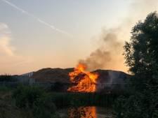 Brandweer heeft handen vol aan brandende houtsnippers in Rijssen