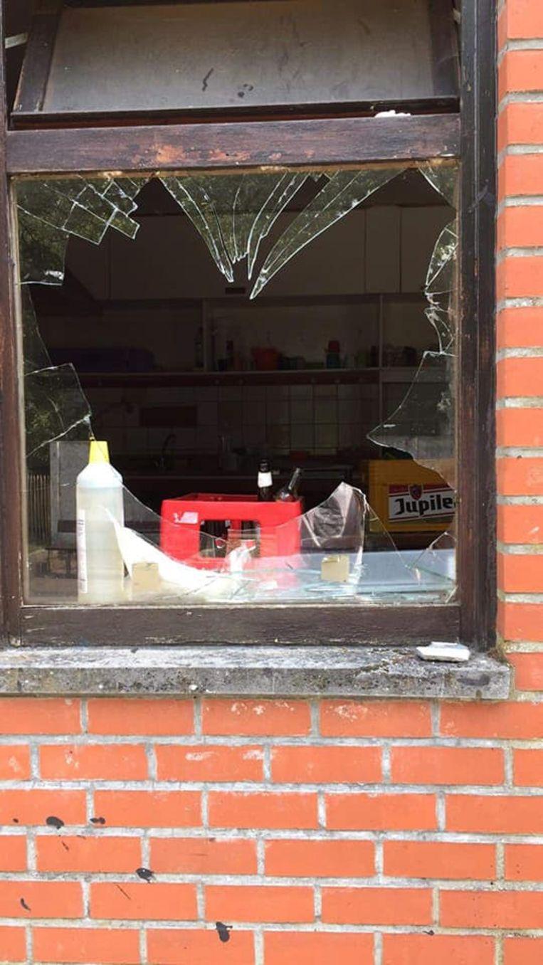 Het glas werd afgelopen nacht ingegooid