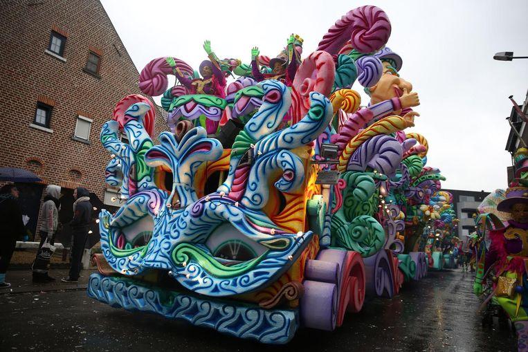 De char - in piepschuim - waarmee De Gebeure vorig jaar Carnaval Halle wonnen.