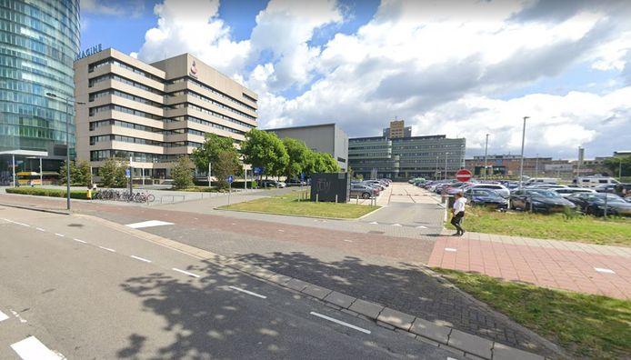 Het verouderde kantoor van de Rabobank aan de Croeselaan. het moet plaatsmaken voor een nieuw kantoor in combinatie met woningbouw, aansluitend aan de Dichterswijk.