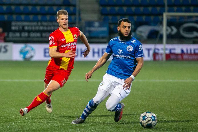 Soufyan Ahannach, hier eerder dit seizoen aan de bal voor FC Den Bosch in de thuiswedstrijd tegen Go Ahead Eagles (3-3), is vrijdagavond een van de twijfelgevallen.