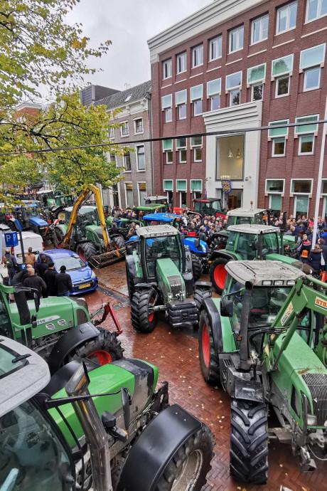 Boeren bezetten Zwolle: verkeersinfarct verwacht op wegen naar en in de stad