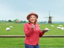 Janny van der Heijden proeft echt Chinees eten en dit vindt ze van een gefermenteerd ei met sterke smaak