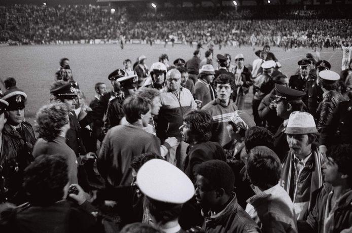 Preud'homme centraal op de foto tijdens de titelviering van 1983.