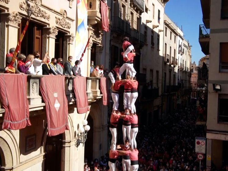Video van de Dag | Dat is toch een gek gezicht, na anderhalf jaar afstand: 'menstorens' in Spanje