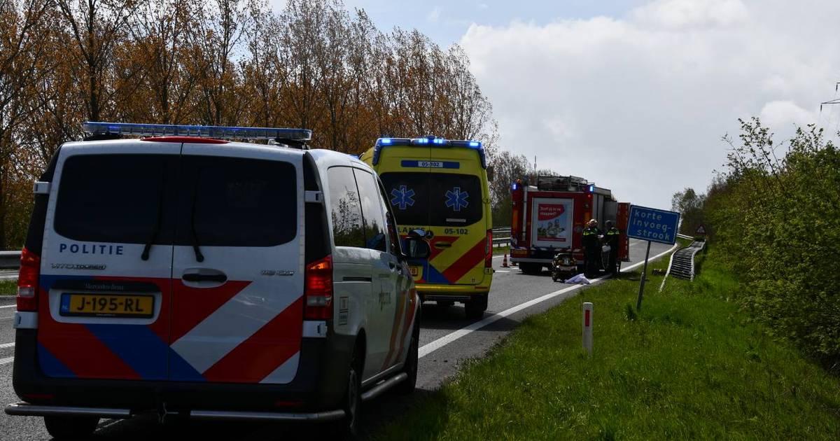 Flinke file op N36 na ongeluk bij Aadorp, bestuurder gewond.