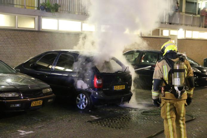 De politie onderzoekt of er sprake is van brandstichting.