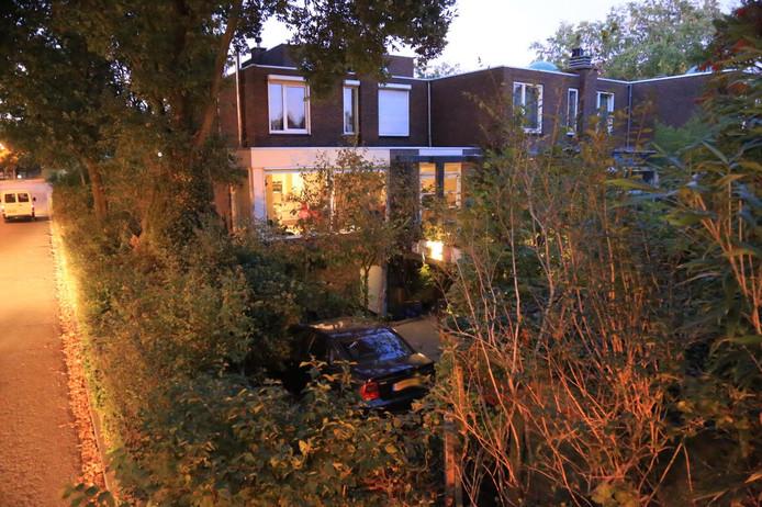 Auto vliegt uit de bocht in Nuenen.