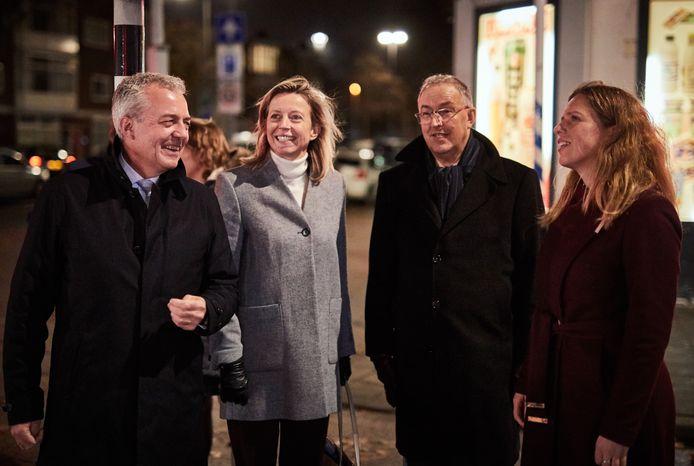 Ministers Kajsa Ollongren en Carola Schouten maken met Marco Pastoors en burgemeester Ahmed Aboutaleb een ommetje door de Tarwewijk.