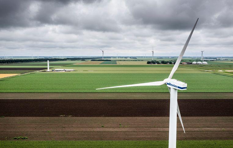 Windmolens in de buurt van de A27 bij Almere. Beeld