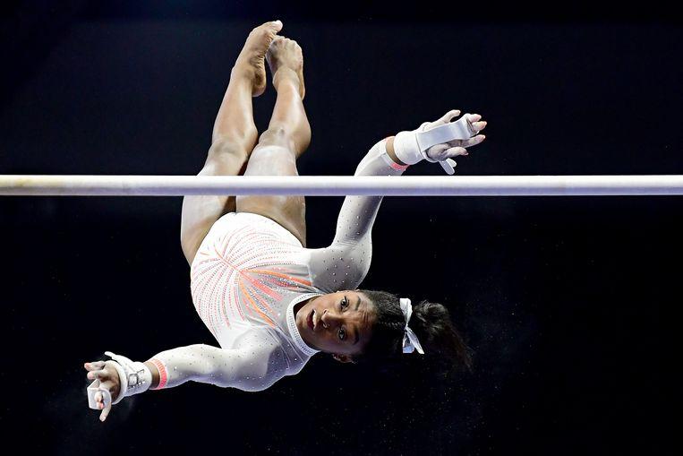 Viervoudig Olympisch kampioen Simone Biles, hier in actie aan de rekstok op 22 mei in Indianapolis, Indiana ( VS).  Beeld AFP