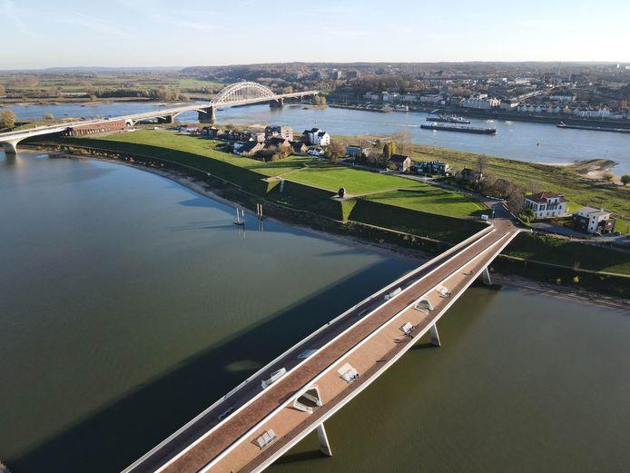 Het stadseiland is bereikbaar via één brug: de Lentloper.