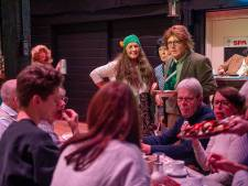 Zevenbergs theater Impro neemt publiek mee naar jaren zeventig:  een feest met veel muziek en satire