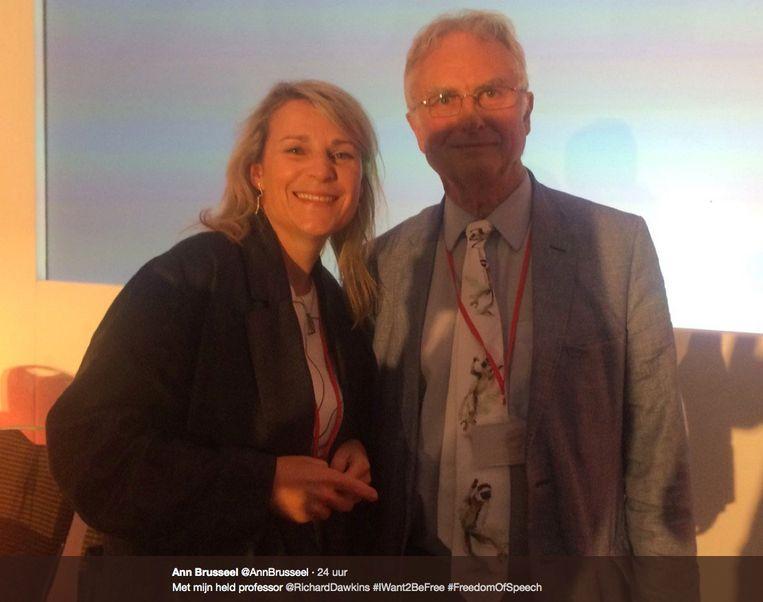 Brusseel met haar 'grote held' bioloog Richard Dawkins op het congres. Beeld rv