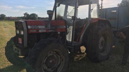 Tractor schiet in brand op veld landbouwer in Waregem