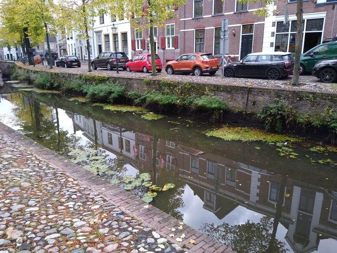 De gemeente laat het waterpeil van de Amersfoortse grachten zakken.