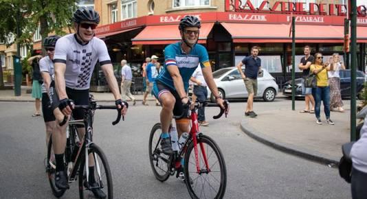 Bart Kiemeney (r) onderweg tijdens zijn Tour de France.