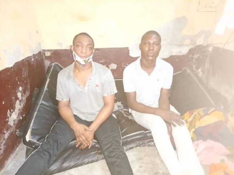 De inmiddels veroordeelde transgender vrouwen Shakiro en Patricia tijdens hun arrestatie in een gevangenis in Kameroen, maart 2021. Beeld Human Rights Watch
