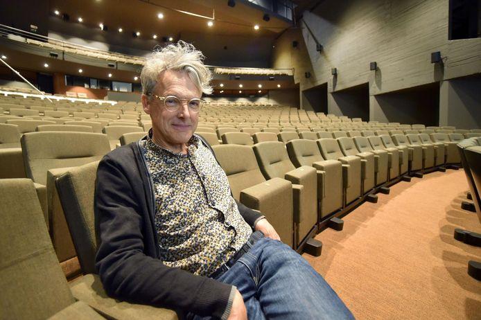 Staf Pelckmans in de vernieuwde zaal van De Warande in september.